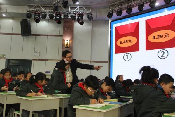 孝感市小学数学市区中心组成立暨教学展示活动在我校举行