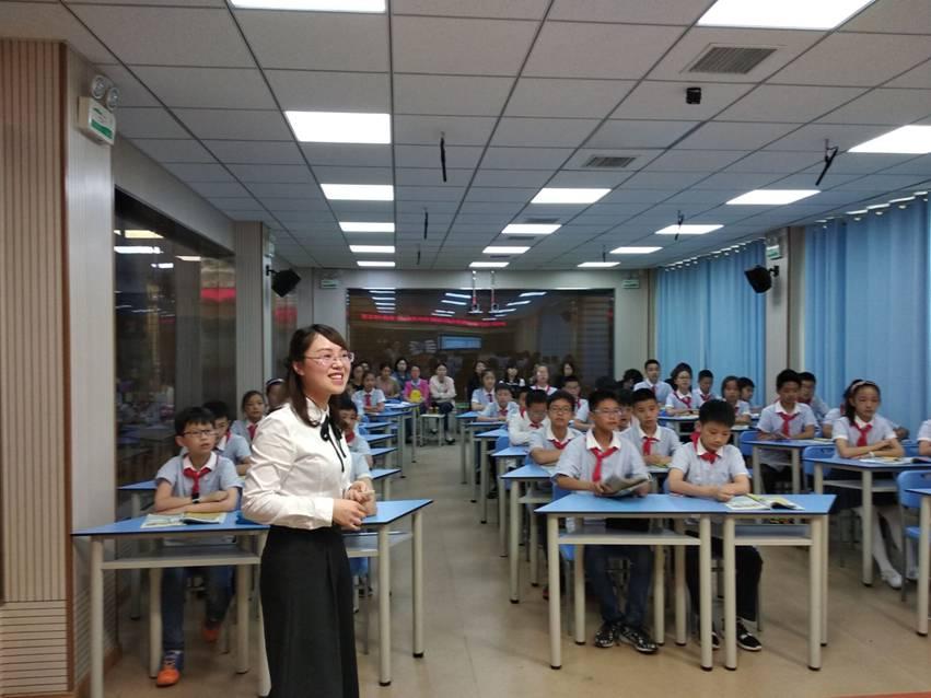 为中心发言人向老师们先阐述了课题研究的背景及指导对于研究小学英语初中版考英语纲人教图片